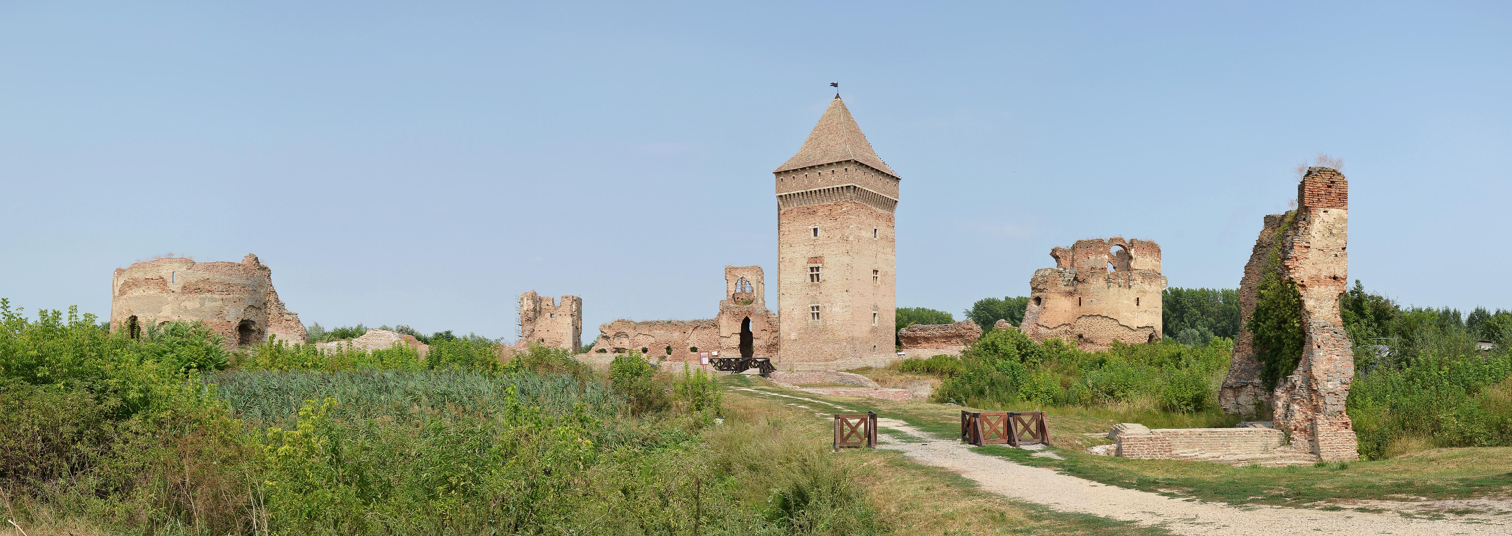Bač_fortress_(Bačka_tvrđava)